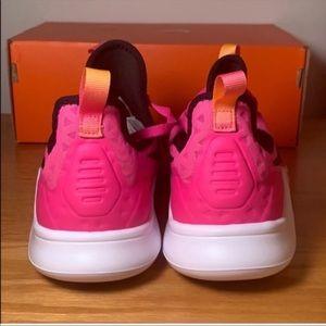 Nike Shoes - NIKE FREE TR 8